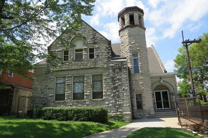 Essex Street Church Building, home of the First Universalist Church of Cincinnati in 1955.